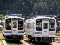 trains-2106-2113-tenryufutamata-s.JPG